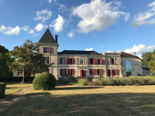 Château Augey : Bed and Breakfast near Saint-Aubin-de-Branne