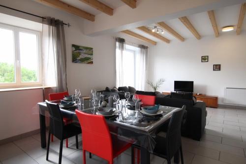 Gite du lavoir : Guest accommodation near Ouides