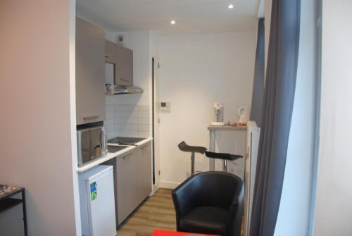Appart République parking privé gratuit : Apartment near Sequedin