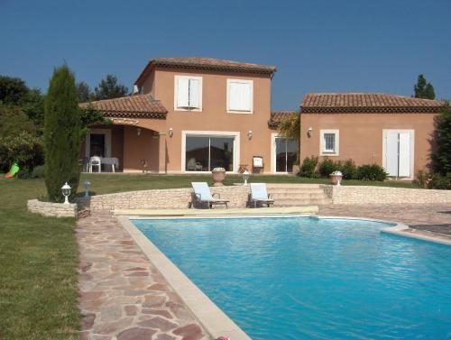 Villa Eglantine : Guest accommodation near Caumont-sur-Durance