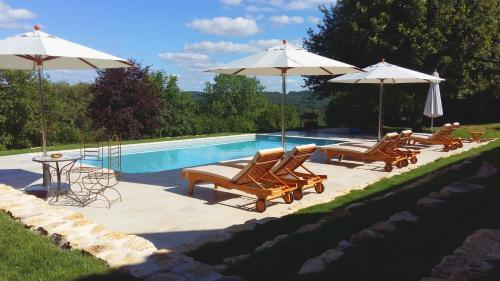 Relais de Montgeoffroy : Bed and Breakfast near Lempzours