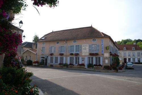 Logis Hôtel Du Parc : Hotel near Giey-sur-Aujon