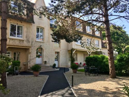 Hotel Castel Fleuri : Hotel near Périers-en-Auge