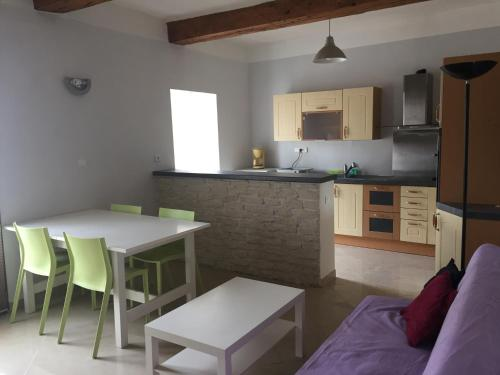 Bel appartement T3 centre-ville : Apartment near Moussan
