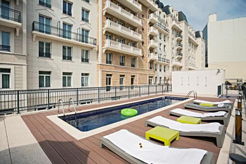 The Student Hotel Paris La Défense : Hotel near Puteaux