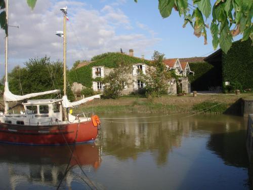 Domaine des Prés de Joussac : Guest accommodation near Gaillan-en-Médoc