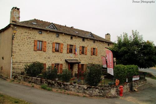 Gite de La Pierre Trouée : Guest accommodation near Belvezet