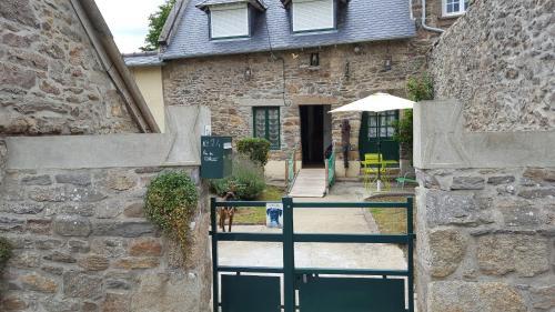 la petite terre : Guest accommodation near Châteauneuf-d'Ille-et-Vilaine