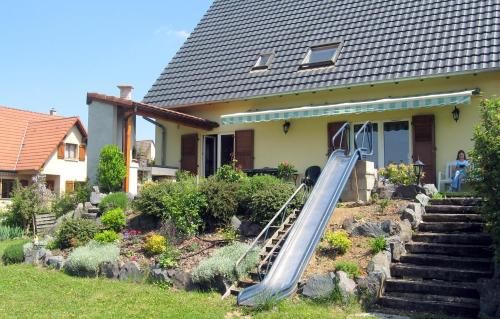 Chambre bleue : Bed and Breakfast near Dossenheim-Kochersberg