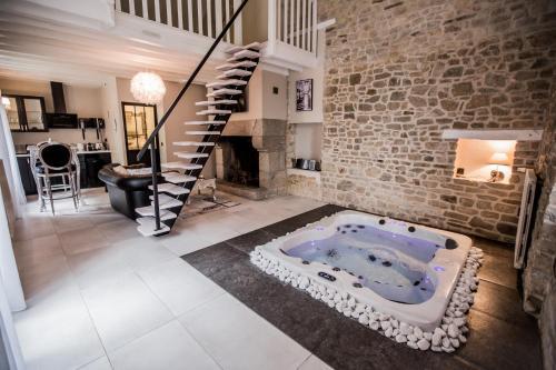 Gite avec Jacuzzi privatif dans la chambre : Guest accommodation near Pléchâtel