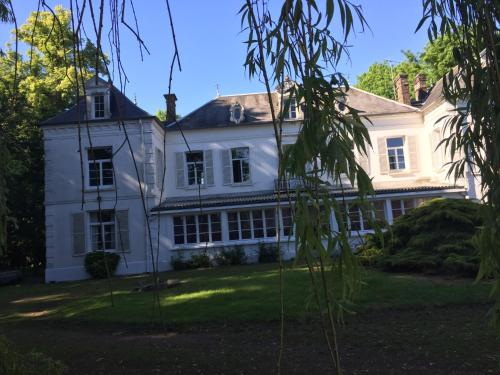 Chateau Ailly le haut clocher : Guest accommodation near Yaucourt-Bussus