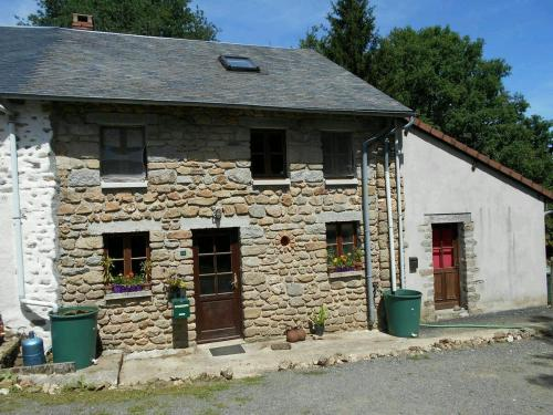 Country Cottage Le Bost : Guest accommodation near La Saunière