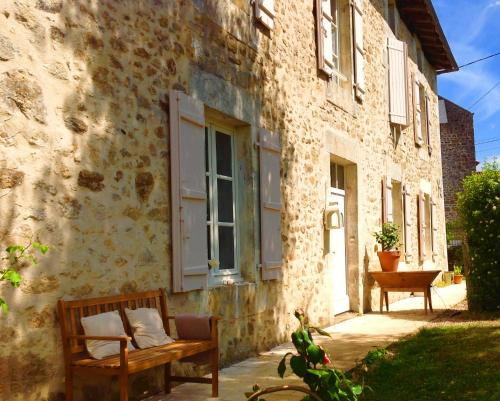 Domaine Charente - Holiday Home with own garden : Guest accommodation near Lussac
