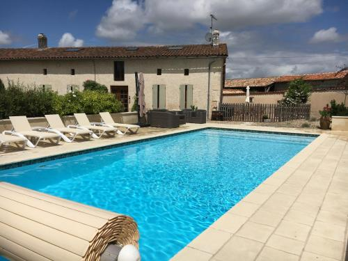 La Longere a Broue : Guest accommodation near Montguyon