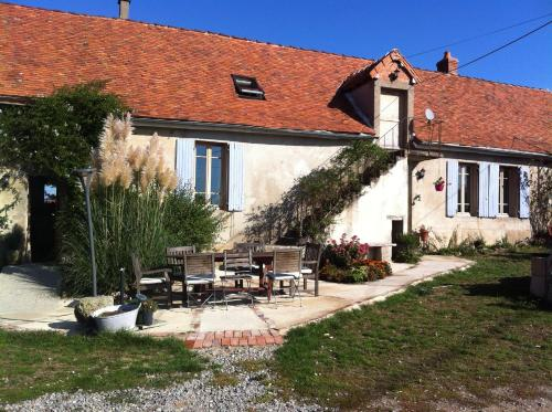 Le Petit Savriere B&B : Bed and Breakfast near Neuilly-le-Réal