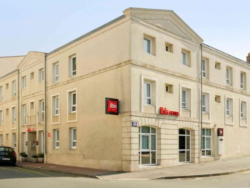 ibis Rochefort : Hotel near Beurlay