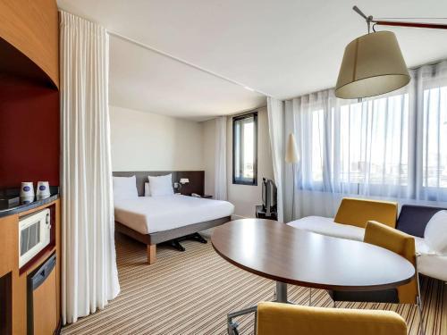 Novotel Suites Paris Nord 18ème : Hotel near Saint-Ouen