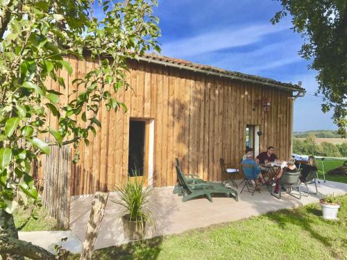 Maisonnette dans cadre champêtre : Guest accommodation near Saint-Ciers-du-Taillon