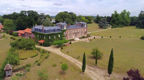 Chateau le Quesnoy : Bed and Breakfast near Saint-Vaast-de-Longmont
