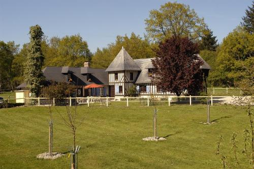 Domaine de La Mésange : Bed and Breakfast near Saint-Michel-de-Livet