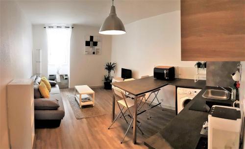 Appart Hôtel Vitré - Le Châteaubriant : Apartment near Montautour