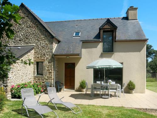 Ferienhaus Le Tronchet 300S : Guest accommodation near Lanrigan