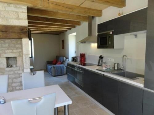 House Mas des pierres blanches : Guest accommodation near Labastide-Marnhac