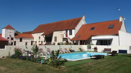 La Maison Rouge : Bed and Breakfast near Pontoux