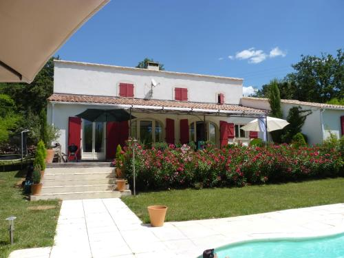 CHARMANTE MAISON, PISCINE CHAUFFEE, PRES UZES : Guest accommodation near Saint-Hippolyte-de-Caton