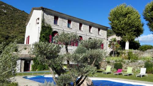 Domaine de Rochebelle : Bed and Breakfast near Sauve