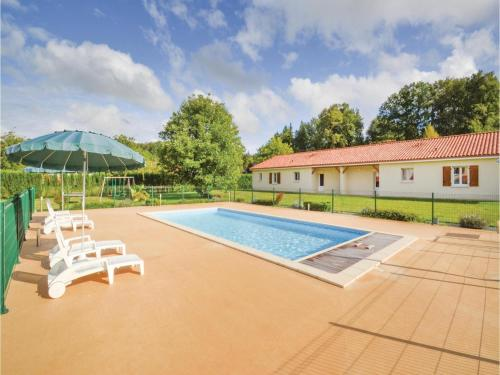 Three-Bedroom Holiday Home in Savignac-Les-Eglises : Guest accommodation near Le Change