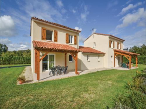 Three-Bedroom Holiday Home in Savignac-Les-Eglises : Guest accommodation near Saint-Vincent-sur-l'Isle