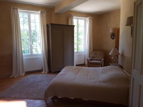 Chateau du cas rouge : Guest accommodation near Santeau