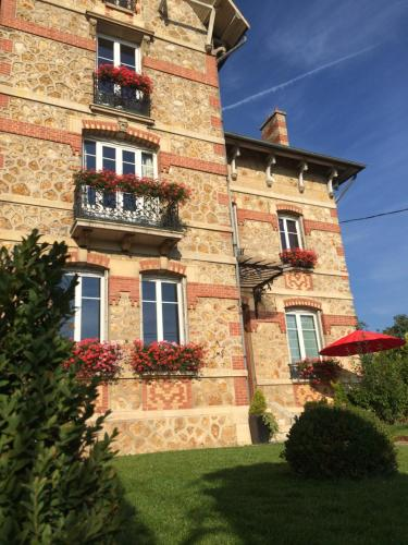 La Villa Eustache : Bed and Breakfast near Saint-Loup