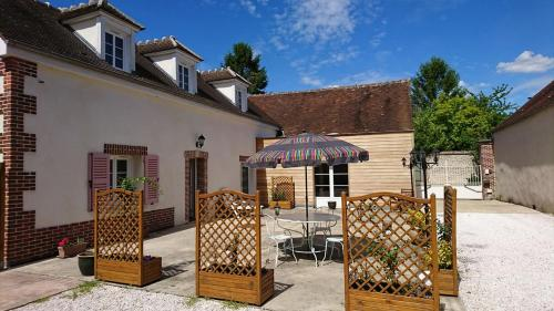 Le New Town : Guest accommodation near Fresneaux-Montchevreuil