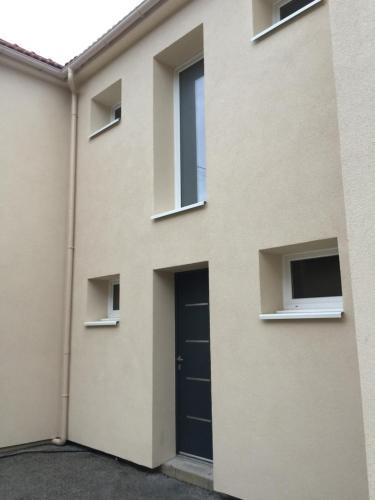 noir et blanc : Apartment near Livry-Gargan