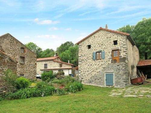 Ferienhaus Blesle 300S : Guest accommodation near Moriat