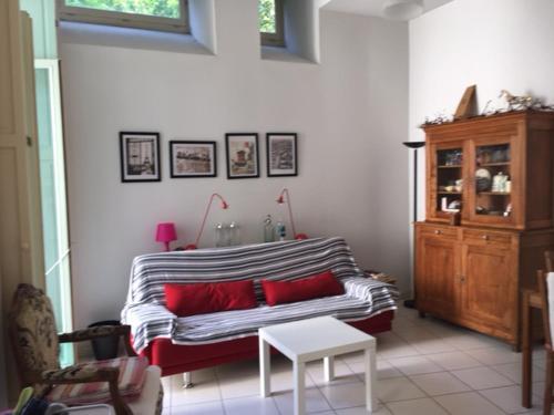 Les jardins du SEL : Guest accommodation near Sallespisse