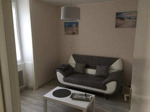 Appartement Meuble : Apartment near Saint-Romain-de-Benet