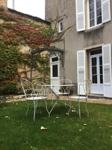 Suite independante a Nuits : Guest accommodation near Comblanchien