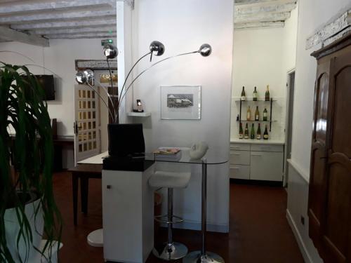Hotel Restaurant La Croix Blanche : Hotel near Perrigny