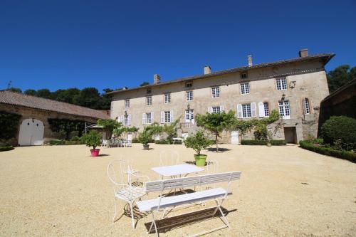 Domaine du Vignau : Guest accommodation near Arrènes