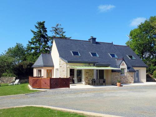 Ferienhaus Ploubezre 101S : Guest accommodation near Ploubezre