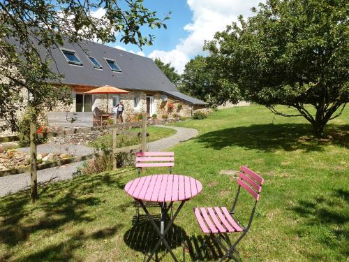 Ferienhaus Bricqueville-la-Blouette 100S : Guest accommodation near Guéhébert