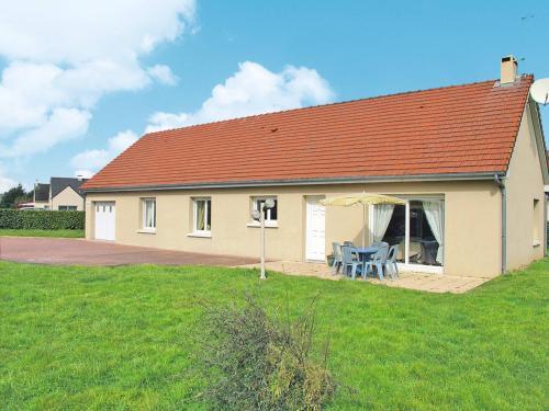 Ferienhaus Saint Marcouf de l'Isle 100S : Guest accommodation near Éroudeville