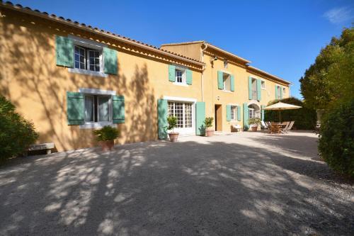 Le Mas de Trévouse : Guest accommodation near Saint-Saturnin-lès-Avignon