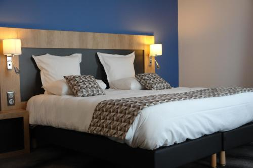 Brit Hôtel Confort Loches : Hotel near Varennes