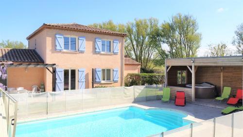 Gîte de Fontvieille : piscine chauffée et spa : Guest accommodation near Belvèze-du-Razès