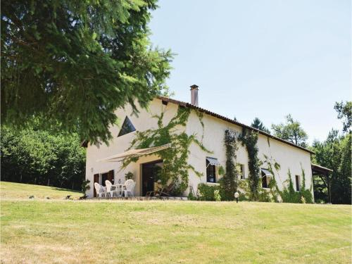 Two-Bedroom Holiday Home in Maisonnais s. Tardoire : Guest accommodation near Busserolles