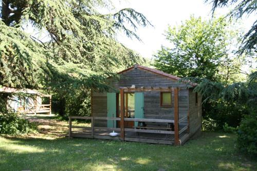Les Chalets du Domaine des Soyeux : Guest accommodation near Bourg-Argental